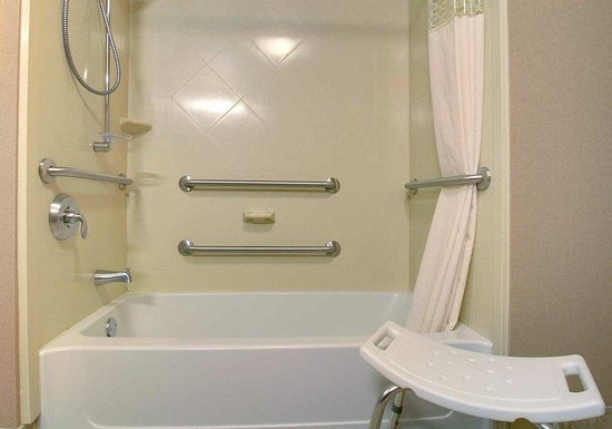 West Bend, WI: Accessible Tub