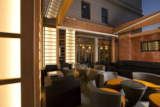 Dylan Hotel: Terrace Night