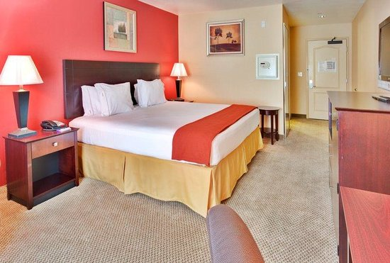 Holiday Inn Express Hotel & Suites Hollywood Hotel Walk of Fame : Hollywood Holiday Inn Express Queen Bed Guest Room