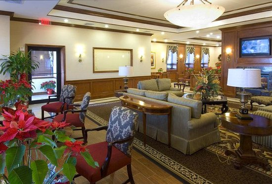 Lynbrook, NY: Hotel Lobby &amp; Lounge Area