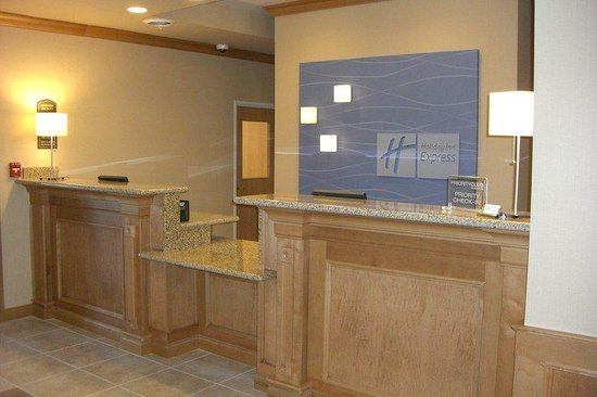 Holiday Inn Express Hotel & Suites Chesterfield: Front Desk