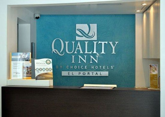 Quality Inn El Portal : front desk 