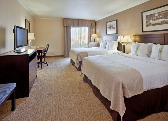 Holiday Inn Fresno Downtown Convention Center: Queen Bed Guest Room featuring flat screen TV