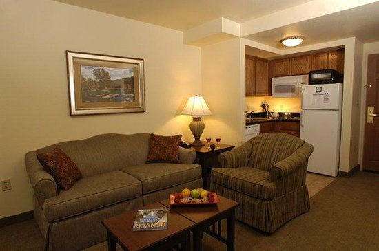 Staybridge Suites Denver International Airport : Suite