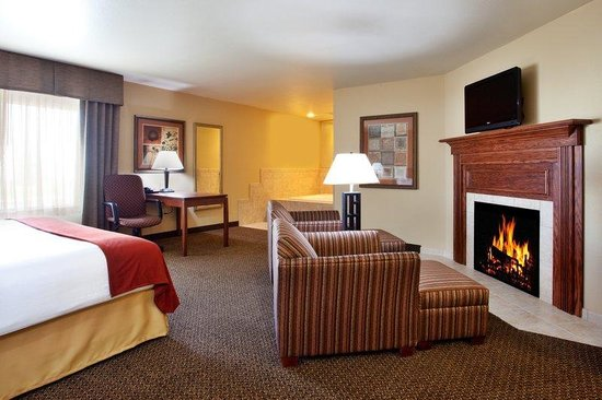 Holiday Inn Express Hotel &amp; Suites Lewisburg: Suite