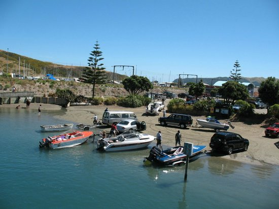 Porirua, New Zealand: Boat launching in Mana