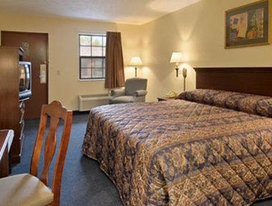 Alliance, OH: Standard King Bed Room