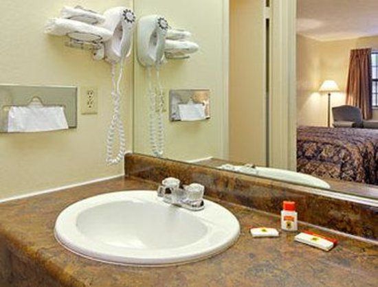 Alliance, OH: Bathroom