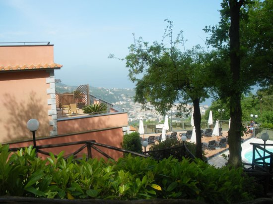 Hotel Prestige Sorrento : view from gardens Hotel Prestige 