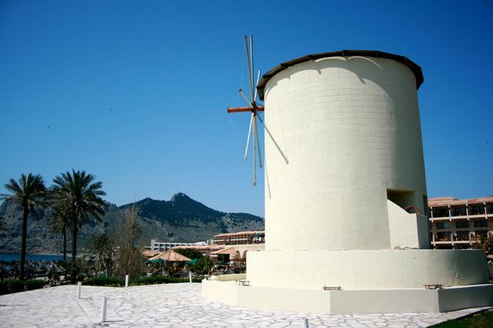 Atlantica Imperial Resort: Windmill in grounds