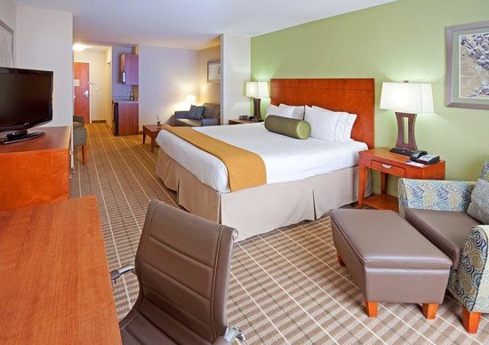 Holiday Inn Express Hotel & Suites Westfield : Suite