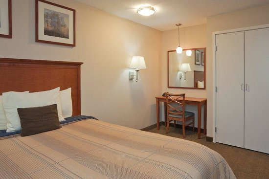 Candlewood Suites Perrysburg: One Bedroom Suite with Queen Bed