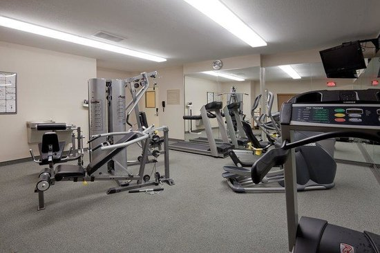 Candlewood Suites Perrysburg: Gym Open 24 hours daily.