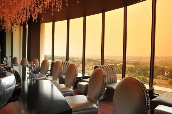Holiday Inn Sandton - Rivonia Road: Enjoy spectacular views across Sandton from our 9th floor!