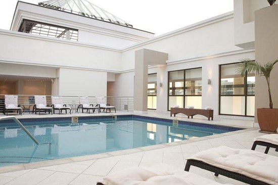 Holiday Inn Sandton - Rivonia Road: Outdoor swimming pool