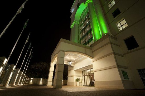Holiday Inn Sandton - Rivonia Road: 4-Star full service hotel with a 5-star look