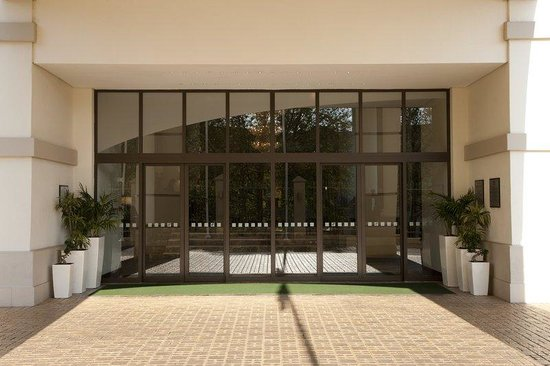 Holiday Inn Sandton - Rivonia Road: Entrance