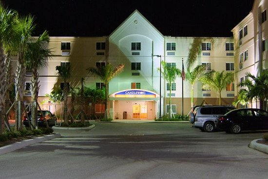 Candlewood Suites Fort Myers Sanibel / Gateway: Hotel Entrance