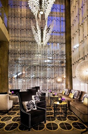 theWit, a Doubletree Hotel: The Wit Lobby