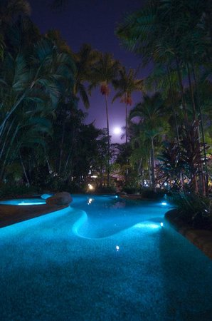 ‪‪City Oasis Inn‬: Pool At Night‬