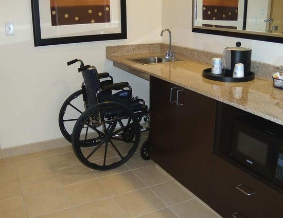 Smithfield, VA: Wheelchair Access Wet Bar