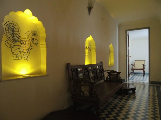 Dera Mandawa: View along the balcony in our suite
