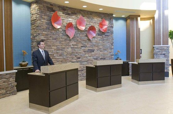 Embassy Suites Columbus - Airport: Front Desk