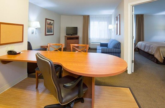 Candlewood Suites Milwaukee Airport-Oak Creek: In-Room Dining