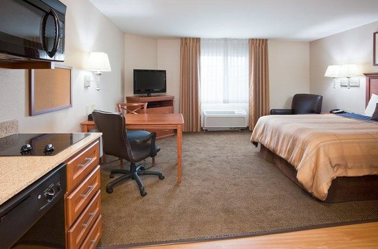 Candlewood Suites Milwaukee Airport-Oak Creek: King Studio Guest Room