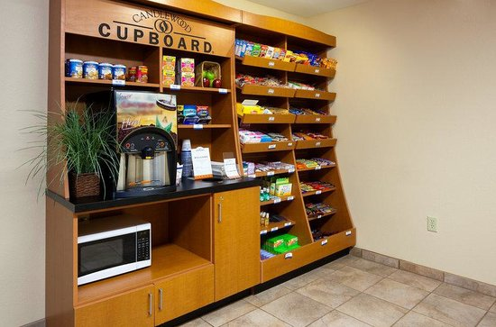 Candlewood Suites Milwaukee Airport-Oak Creek: Cupboard
