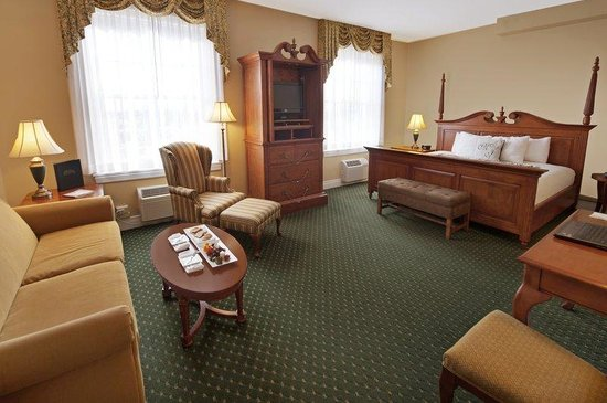 The Mimslyn Inn: Historic Accesible Room