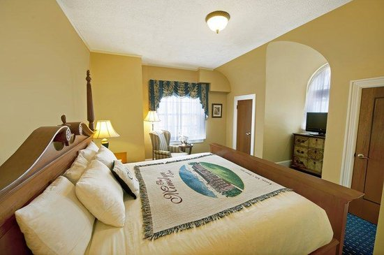 The Mimslyn Inn: Skyline Suite Bedroom