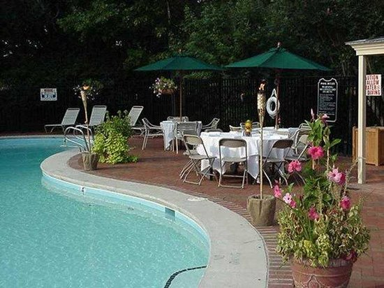 Rizzo Conference Center: Seasonal Outdoor Pool