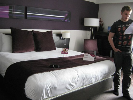 Crowne Plaza Birmingham City Centre: the bed