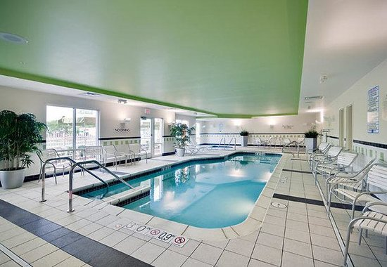 Fairfield Inn &amp; Suites Milwaukee Airport: Indoor Pool