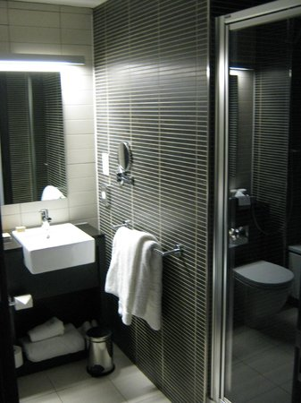 Crowne Plaza Birmingham City Centre : bathroom