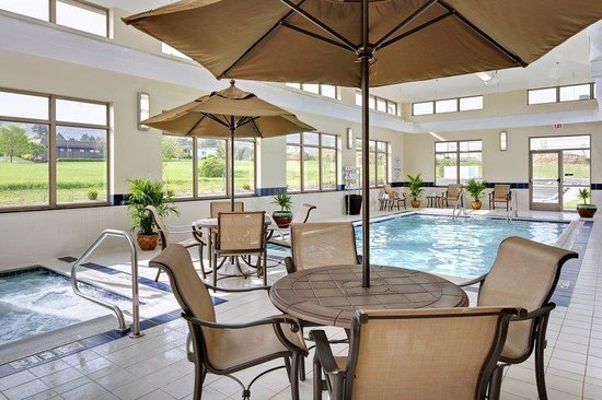 BEST WESTERN PLUS University Park Inn & Suites: Pool and Hot Tub