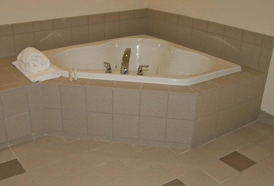 Holiday Inn Express Hotel & Suites Columbus University Area - OSU: Jacuzzi Suite