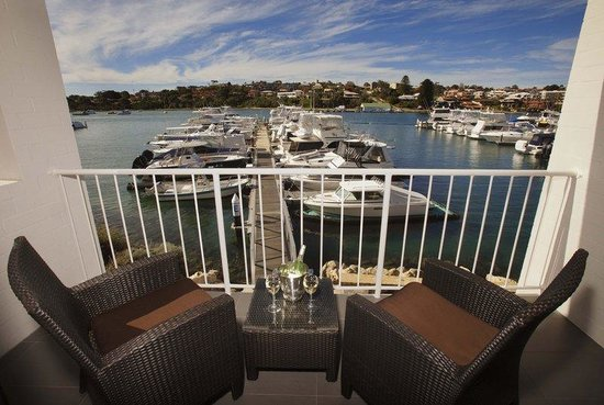  21 : Balcony Overlooking Marina