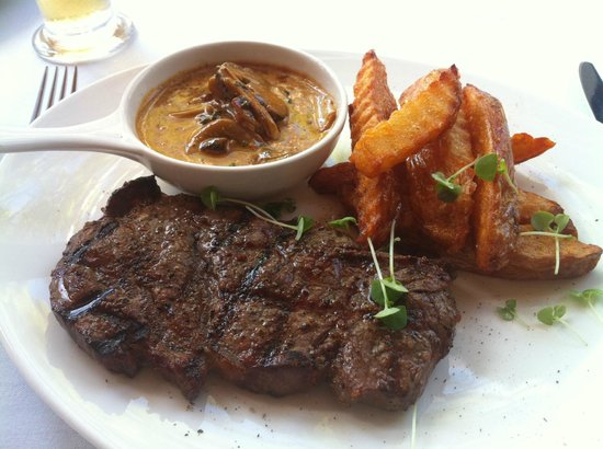 Coolum Beach, Australien: HEARTY MAIN: Char grilled msa steak with hand cut chips and mushroom sauce
