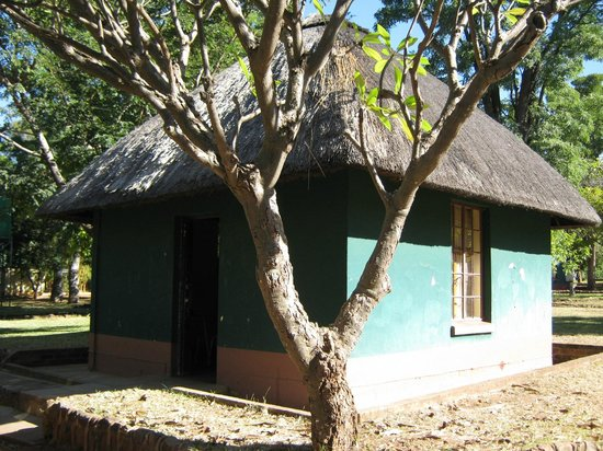 Victoria Falls Rest Camp & Lodges: chalet