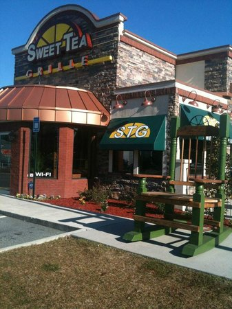 Port Wentworth, GA: Come Rock Awhile at Sweet Tea Grille