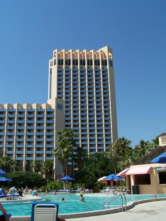 Buena Vista Palace Hotel & Spa: Main tower from pool