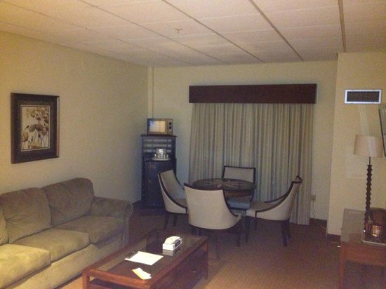 Chips In Island Resort & Casino: Executive Suite living room