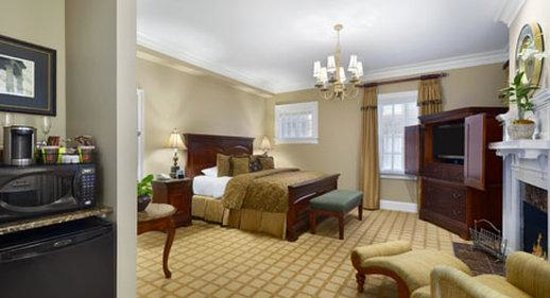 Inn at USC Wyndham Garden: Presidential Suite