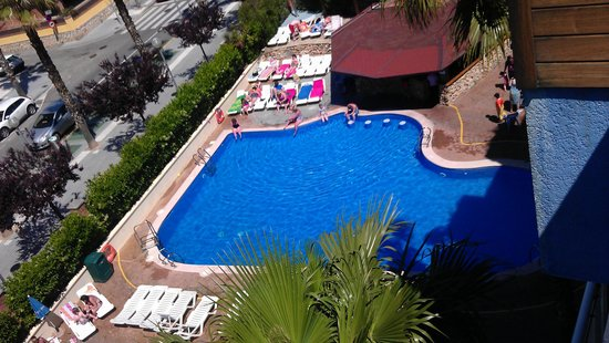 Hotel Villamarina Club: large pool and bar / snack