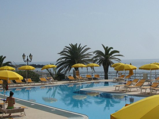 Hilton Giardini Naxos: la piscina