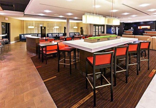 Courtyard by Marriott Tulsa Woodland Hills: Communal Table