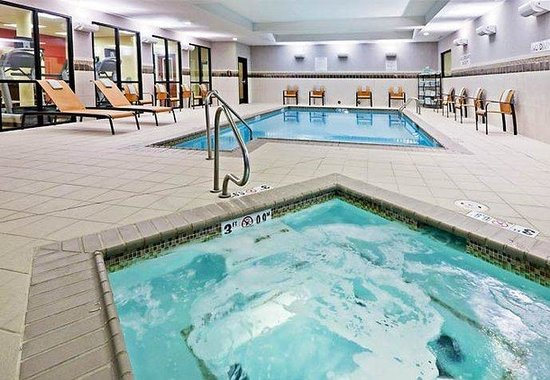 Courtyard by Marriott Tulsa Woodland Hills: Indoor Pool