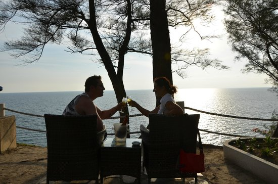 Holiday Inn Resort Phi Phi Island : champagne at sunset bar